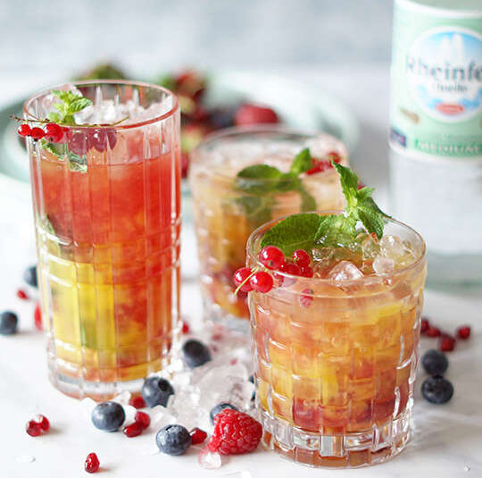 Sommerlicher Mango-Cocktail ohne Alkohol