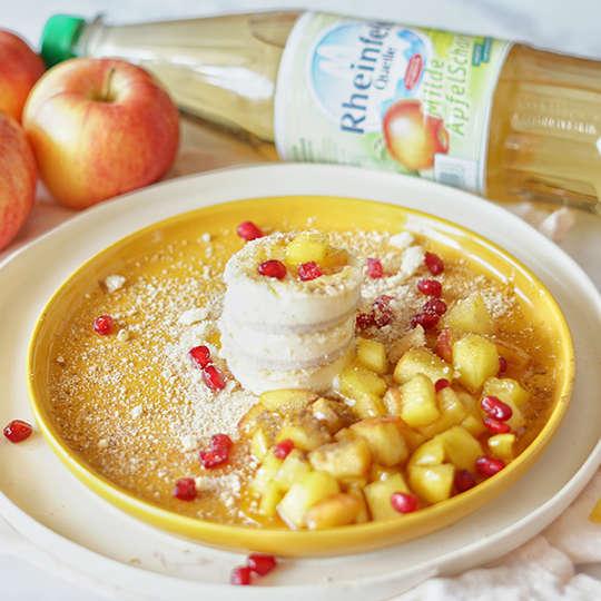 Panna Cotta mit fruchtiger Apfelsoße